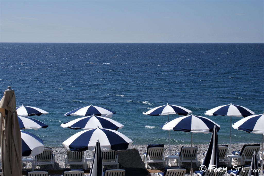 Liegestühle Sonnenschirme Nizza