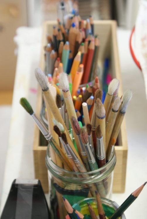 Pinsel Stifte Farben Malerin Miki Terao