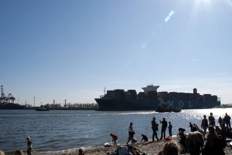 Hamburg, travel with kids, Reisen mit Kindern, Citytrip, Städtetour, Lebenmitkindern, Hansestadt, Hansestadthamburg, Strandperle, Elbe, Ufer