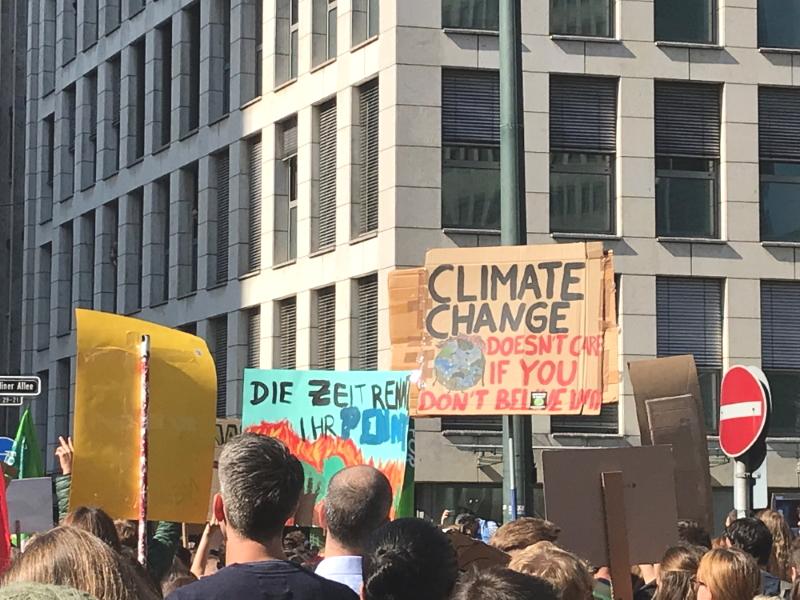 Klima, Demo, Klimakatastrophe, Umdenken, Klimaschutz, Düsseldorf, Globalisierung, Zukunft,  Zukunft unserer Kinder, Leben mit Kindern, Das ist doch schonmal ein Anfang