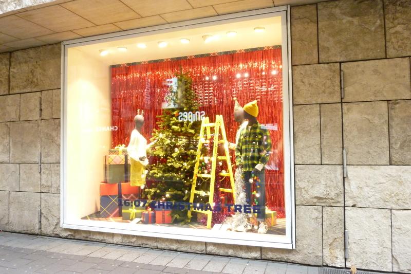 Schaufensterdekoration Weihnachtszeit Weihnachten 2019 Retaildesign Schaufenstergestaltung Werbung